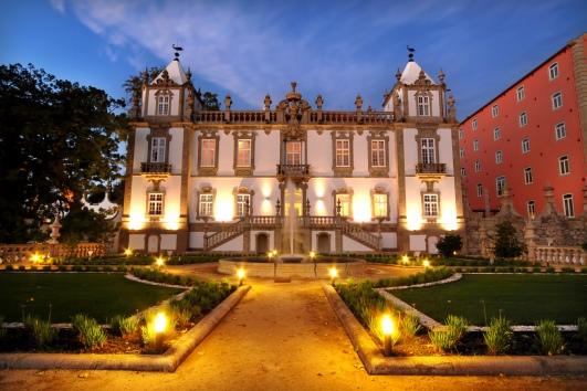Palácio_do_Freixo_-_Fachada_nocturna